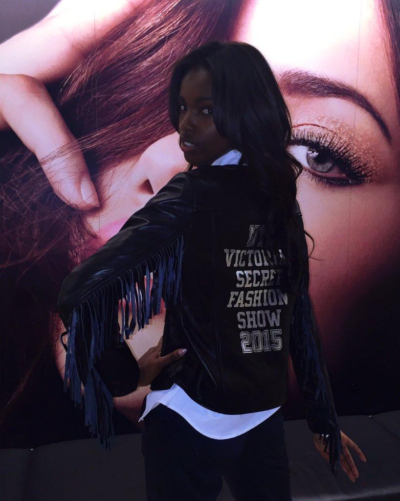 RT @LeLeValentine: I FEEL SO OFFICAL ????❤️ #VSFashionShow https://t.co/0zhwoXTW3J