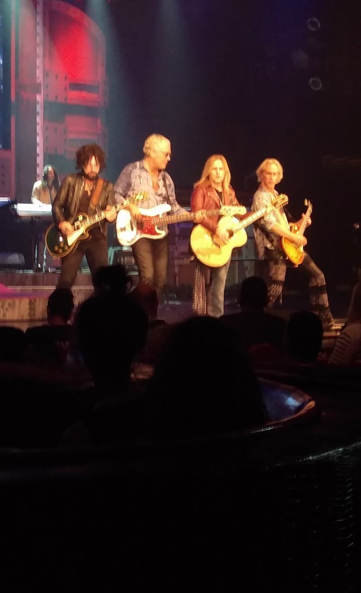 @traciiguns @hooeymcd @AndruFreeman @JasonBoyleston last night at @Rock_Vault https://t.co/nOtlIfHZZQ