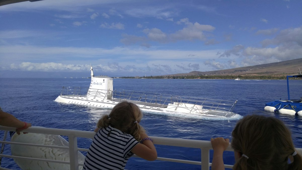 Watching submarines dive off of Maui. Incredible! @atlantishawaii #tmom #tdads #seemaui. https://t.co/izibucxFLm