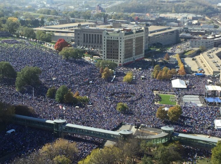 My god. The #Royals parade turnout is absolutely f-ing ridiculous.   Well done KC. https://t.co/8FCojWkROw