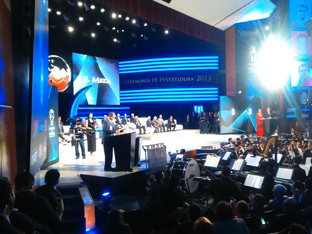 Muy emotivo el discurso del Profe Meza, conmovió a todo el auditorio https://t.co/T4wF67iphy