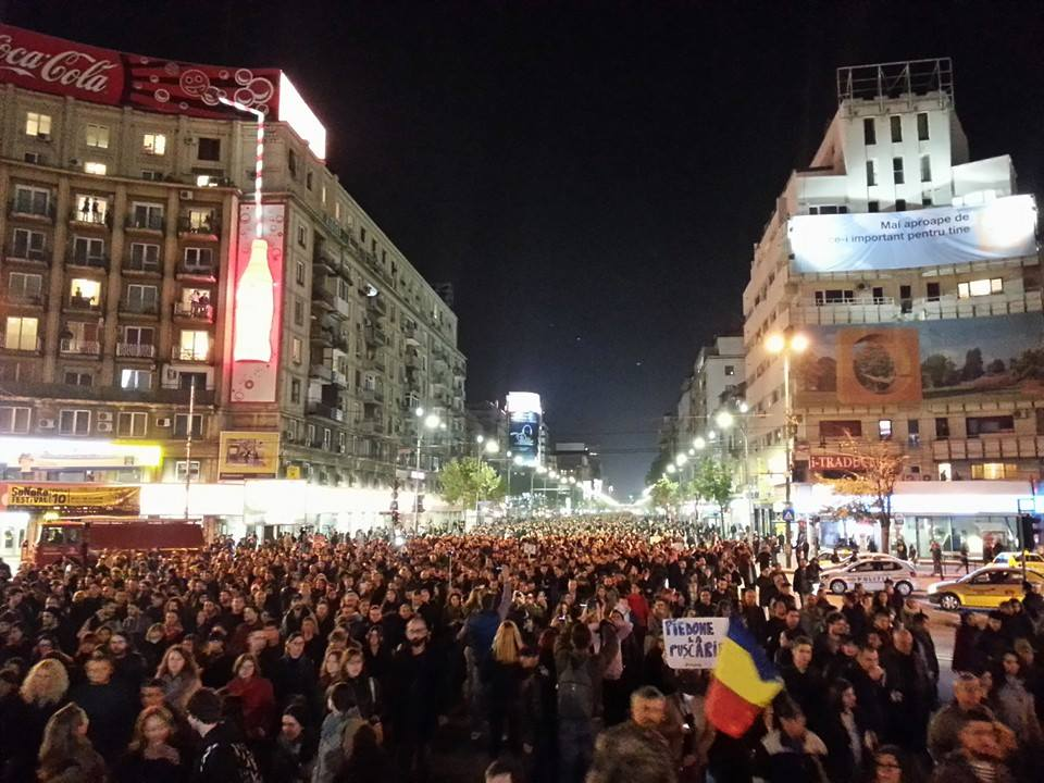 last night Over 25 000 were in the streets of Bucharest, Romania, protesting over government corruption. https://t.co/IbezVUVSgA
