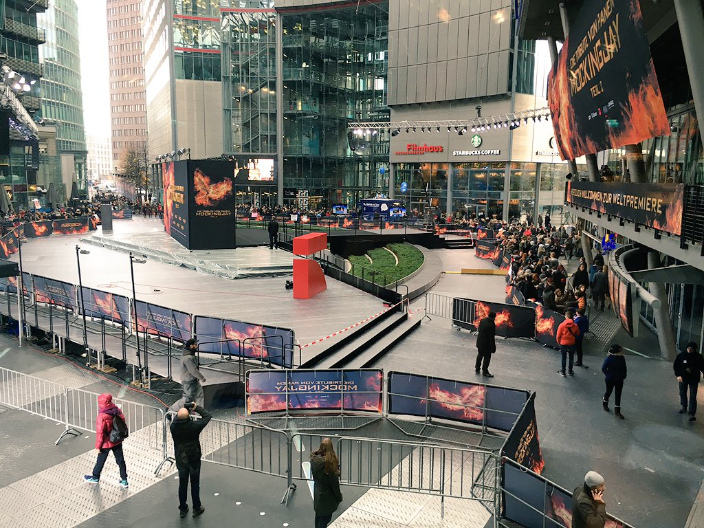 #MockingjayBerlinWorldPremiere  @TheHungerGames: #MockingjayPart2 https://t.co/q1DQTUaF74