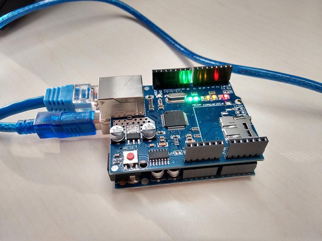 Aquí el Arduino con la shield con ethernet+microsd en plan árbol de navidad https://t.co/gAOV6GOaui