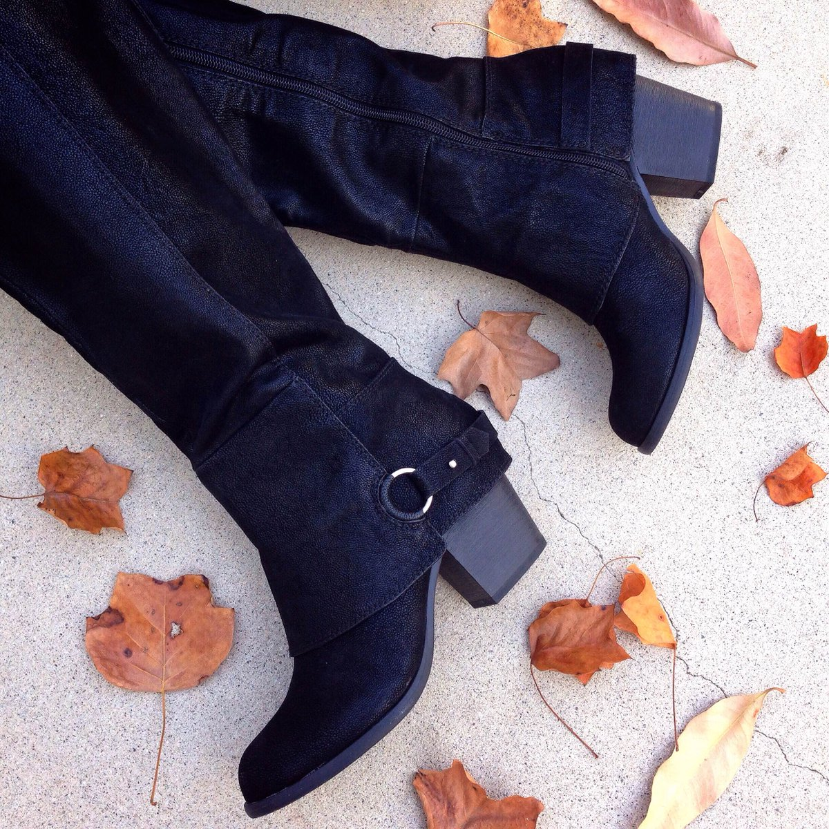 RT @FergaliciousBF: #FallInLove w/ #fall, if u haven't already, #thanksto fabulous #Fergalicious LEXY #boots! https://t.co/3LV1wKeEqZ https…