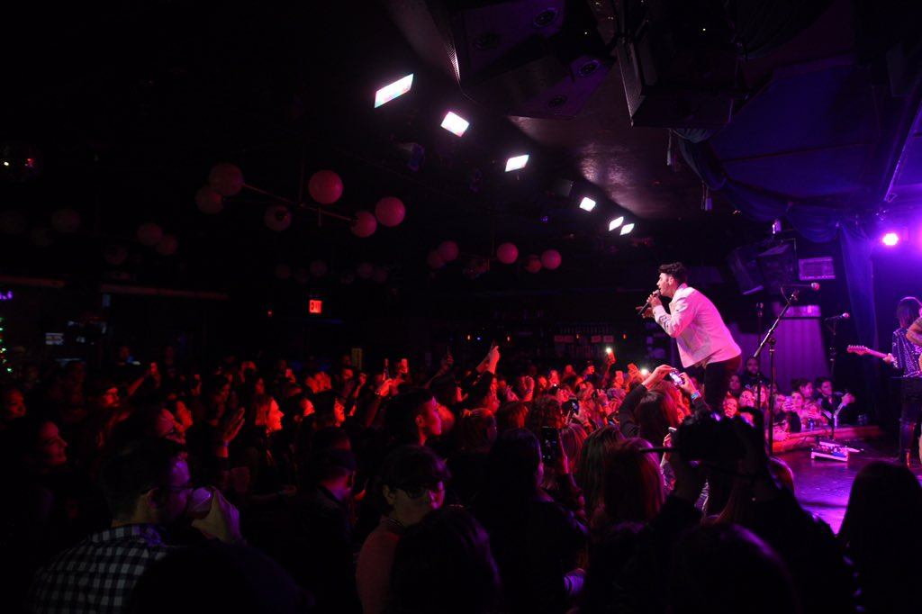 Sold out crowd is movin and shaking at the @DNCE EP release show! #DNCE #soldout https://t.co/Pdy4favVE9