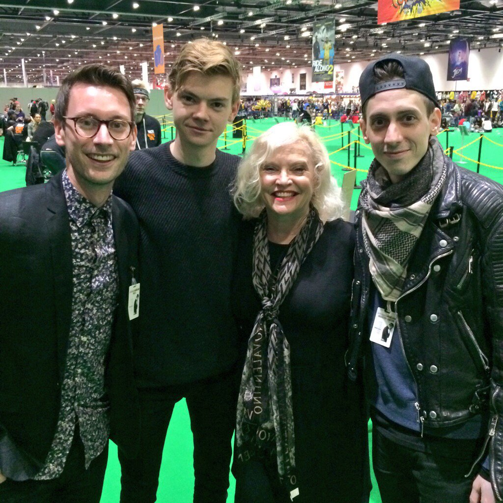 Thunderbirds are go! With talented Tracy family lovelies @SangsterThomas @sandickins @RasmusHardiker #mcmLDN15 https://t.co/yeUd02g0sX