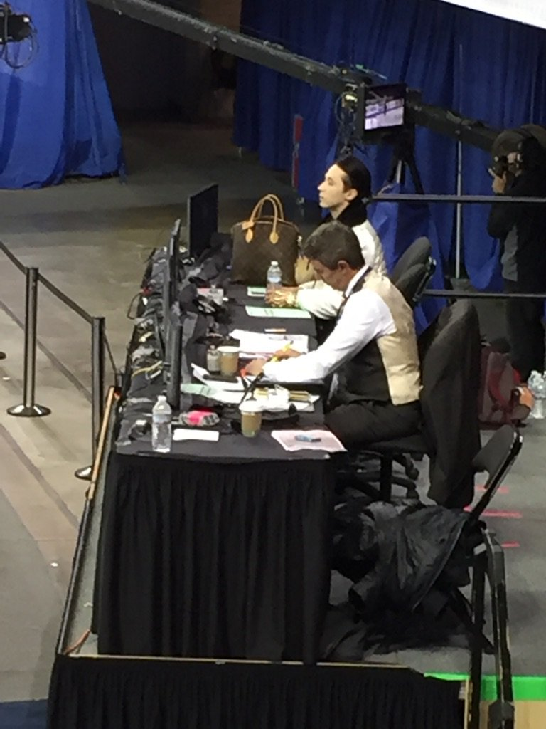 We love your bag, @JohnnyGWeir! #SkateAmerica https://t.co/KBAtYvRy3S