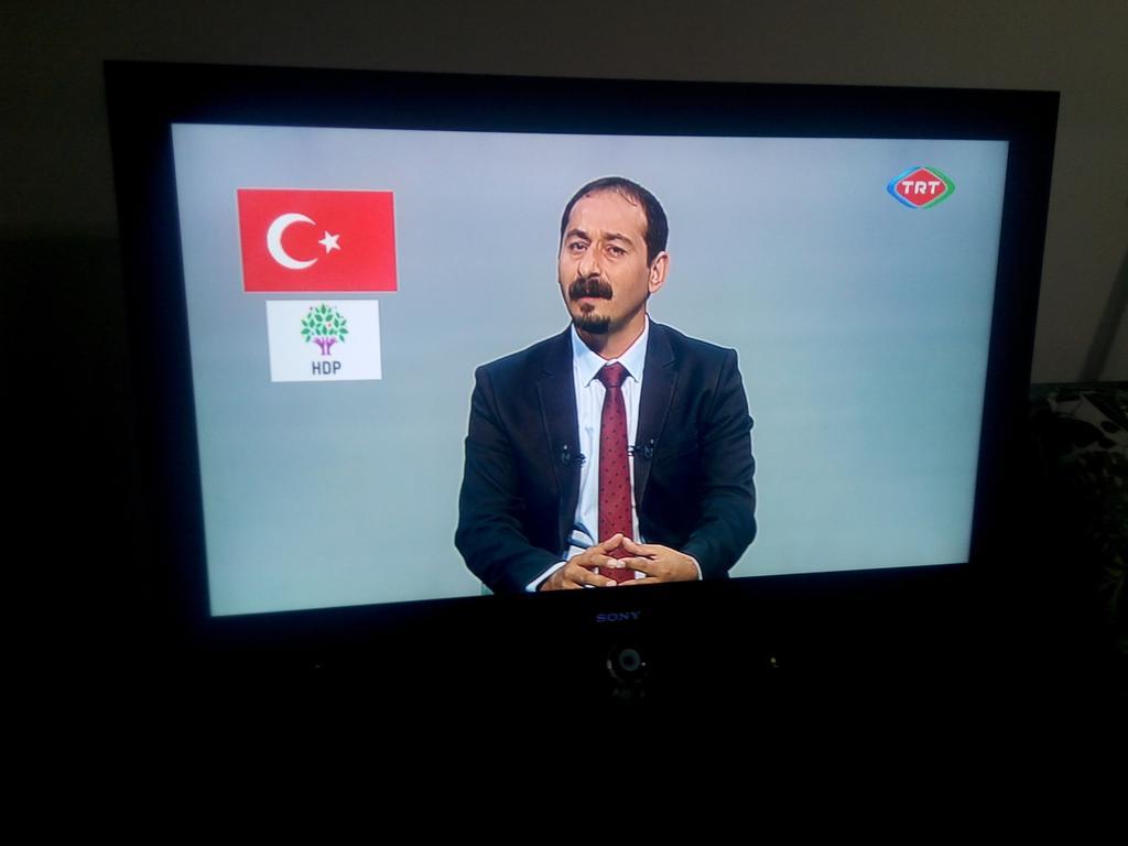 """""""Demirtaş geziye darbe dedi"""" diyenlere; Gezi HDP ile şu anda trt'de https://t.co/tOepoSQFmX"""