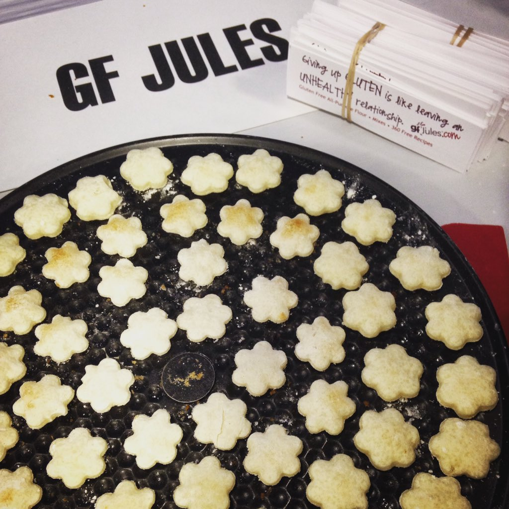 Yesterday leaves...today flowers! Sugar cookies at the gfJules booth #GFFAFest  #glutenfree https://t.co/32BlR3p4Pb https://t.co/79jGKsZicL
