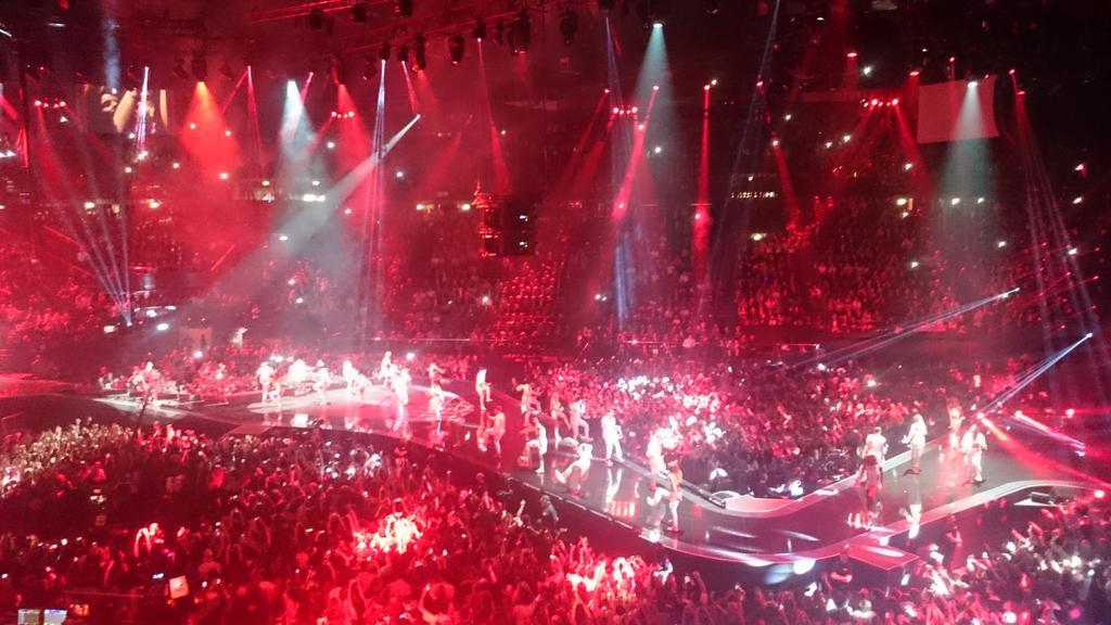 E poi @justinbieber conquista Milano #EMAs #EMAMilano #EMA2015 @mtvema @mtvitaly https://t.co/RAQtEUFQx8