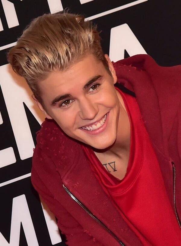 Second award and an amazing performance, love you too much, Justin #EMABiggestFansJustinBieber https://t.co/a27N8II4t4