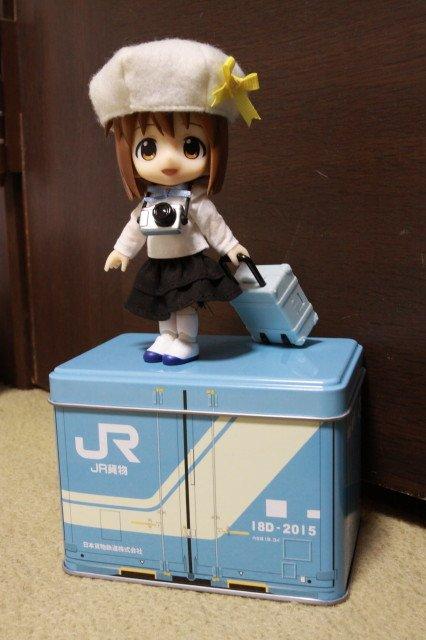 旅先へのフィギュア輸送用としてJR貨物のコンテナ缶を導入。大きさは各種フィギュアの収納に最適、蓋部分も #キューポッシュ の台座として使用可能な優れ物。緩衝材をしっかり用意すれば長旅も大丈夫そうなの鉄道好きな方は是非♪。 https://t.co/fTLFE0tRaS