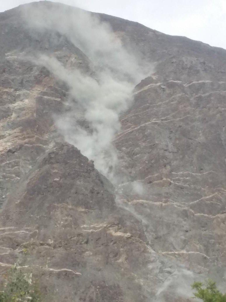 Land sliding during earthquake #Gilgit https://t.co/Z1DtH6ySd2