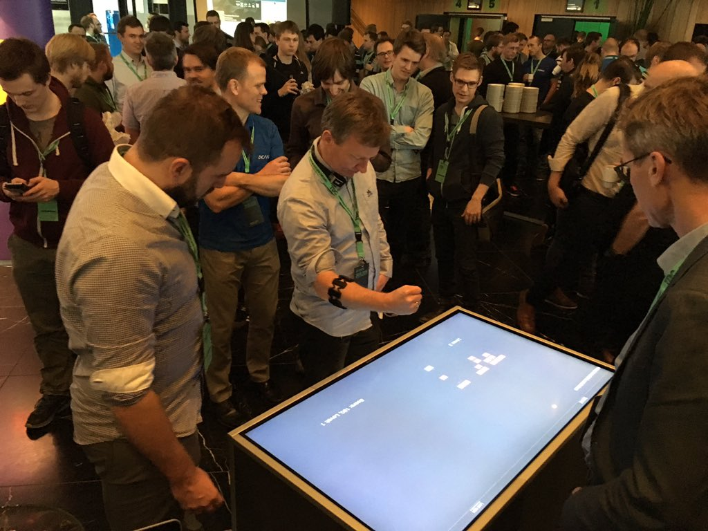 Space Invaders in JavaScript on our custom built table, controlled by Myo #myo #tdconf #tdconf15  #bekk https://t.co/khex18Qqsx