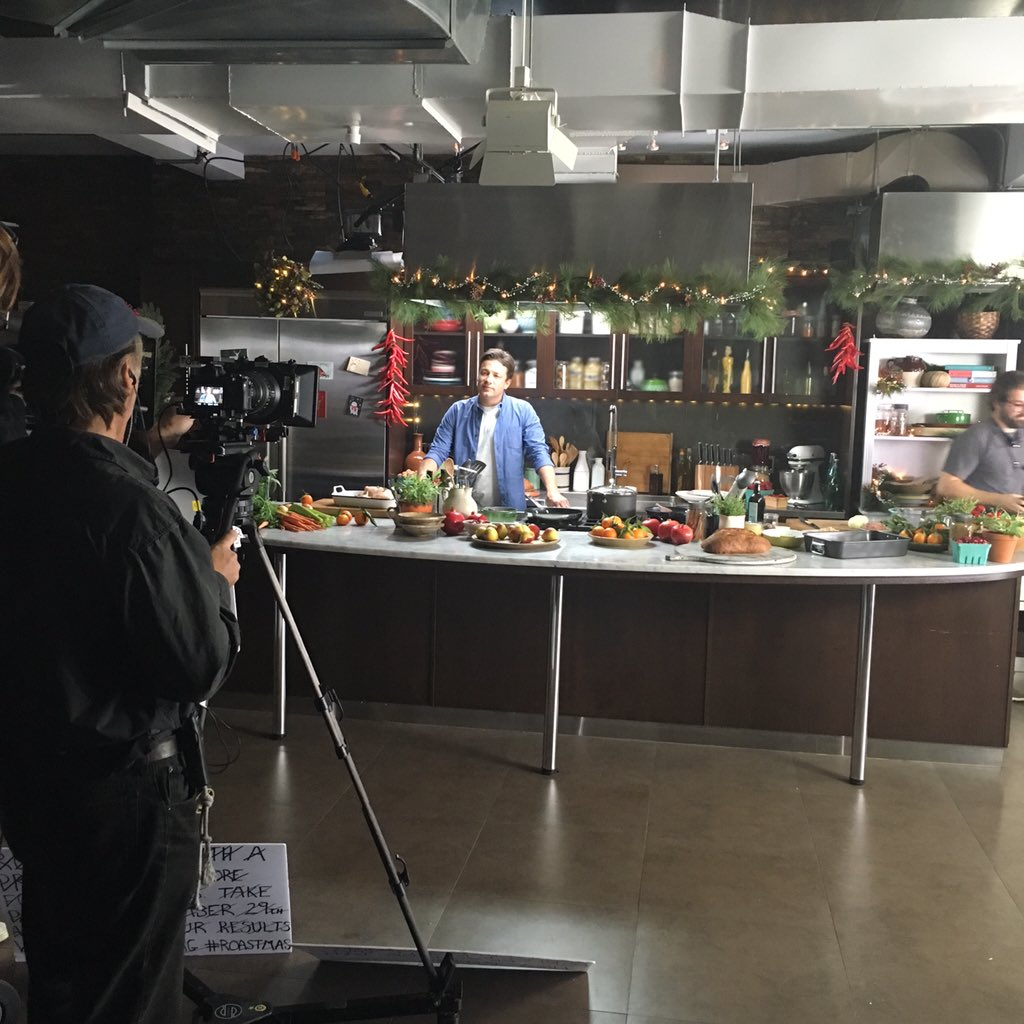 Cheeky look behind the scenes of my new @sobeys commercial!! #roastmas https://t.co/NuKAOaHBMP