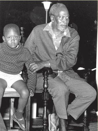 On this day in 1961, @UKenyatta was born. Happy 54th birthday Mr President. You share a birthday with #InooroTv hehe https://t.co/hGXW2ZYY5E