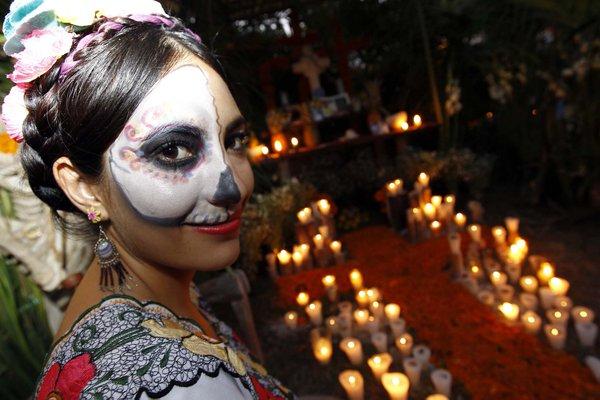 Llénate de emoción y disfruta las tradiciones del #DíadeMuertos en el #FestivalVidaYMuerte de @XcaretPark https://t.co/HIUcsvyMQf
