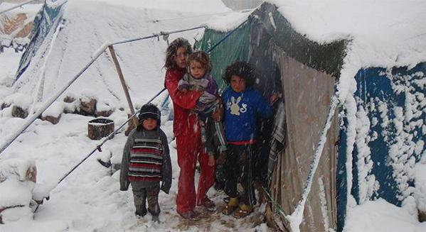 URGENT: Kurdish refugees need your help to survive the winter. Please donate #HeyvaSor at https://t.co/TxCl8Eska3  https://t.co/EAecO3quxC
