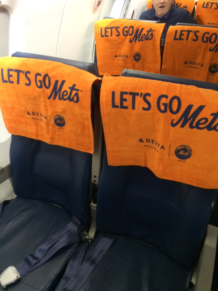On every seat of our @Delta flight to KC this morning. #Mets #WorldSeries https://t.co/B63vvtmNZ4