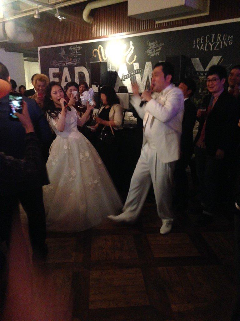 椿鬼奴とグランジ大の結婚パーティーが本当に楽しかった!歌って新郎新婦が登場で沢山の歌手や芸人も歌って踊ってお祝い!全部生バンドで木村のエロ詩吟まで生バンド。キュートンも出てきて。幸せ一杯でした!やっこ姉、大おめでとう\(^o^)/ https://t.co/zlRqgfLKHH