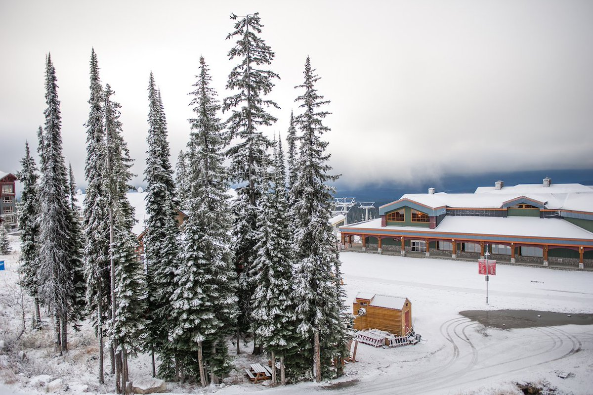 Here's #bigwhite this morning. More snow set to come this week. To say we're excited is an understatement. https://t.co/vp6Ytni1nI