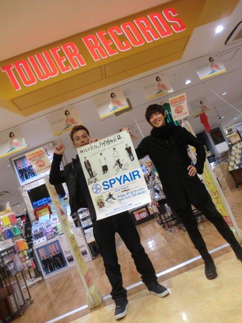 【#SPYAIR】なんとなんとッッ!!!本日SPYAIRのKENTAさんとIKEさんがご来店!コメントとサインを頂きました!!!気さくでとても素敵なお2人でした(#^.^#)是非、店頭でチェックしてくださいねーー!(^^)! https://t.co/FDTsSARPBK