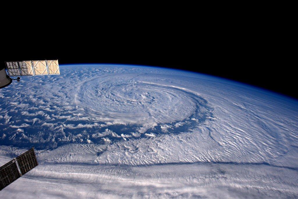 台風の様に見えますが、こちらは...