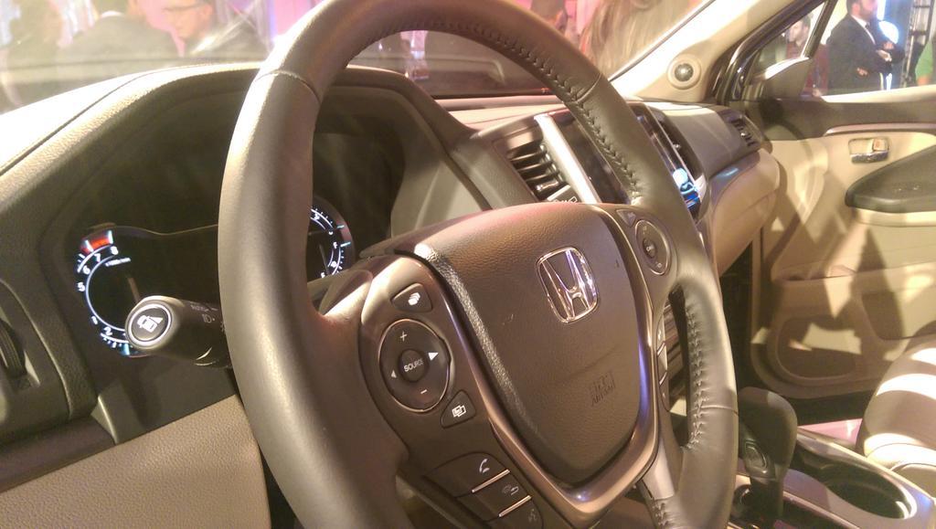 Luxury, convenience, and entertainment! @HondaTahboub #hondapilot2016 #HondaJO https://t.co/6vIf0bptXF
