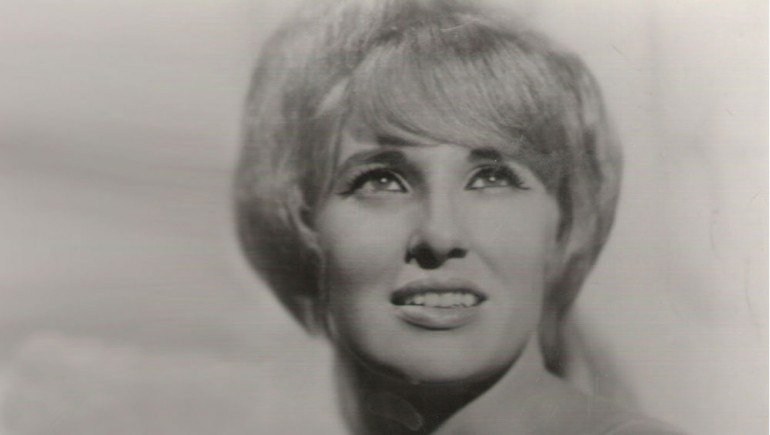 Tammy Wynette Hologram Stage Show To Debut in Nashville in 2016 https://t.co/rPVrqP83SU https://t.co/E77U4Ppoge