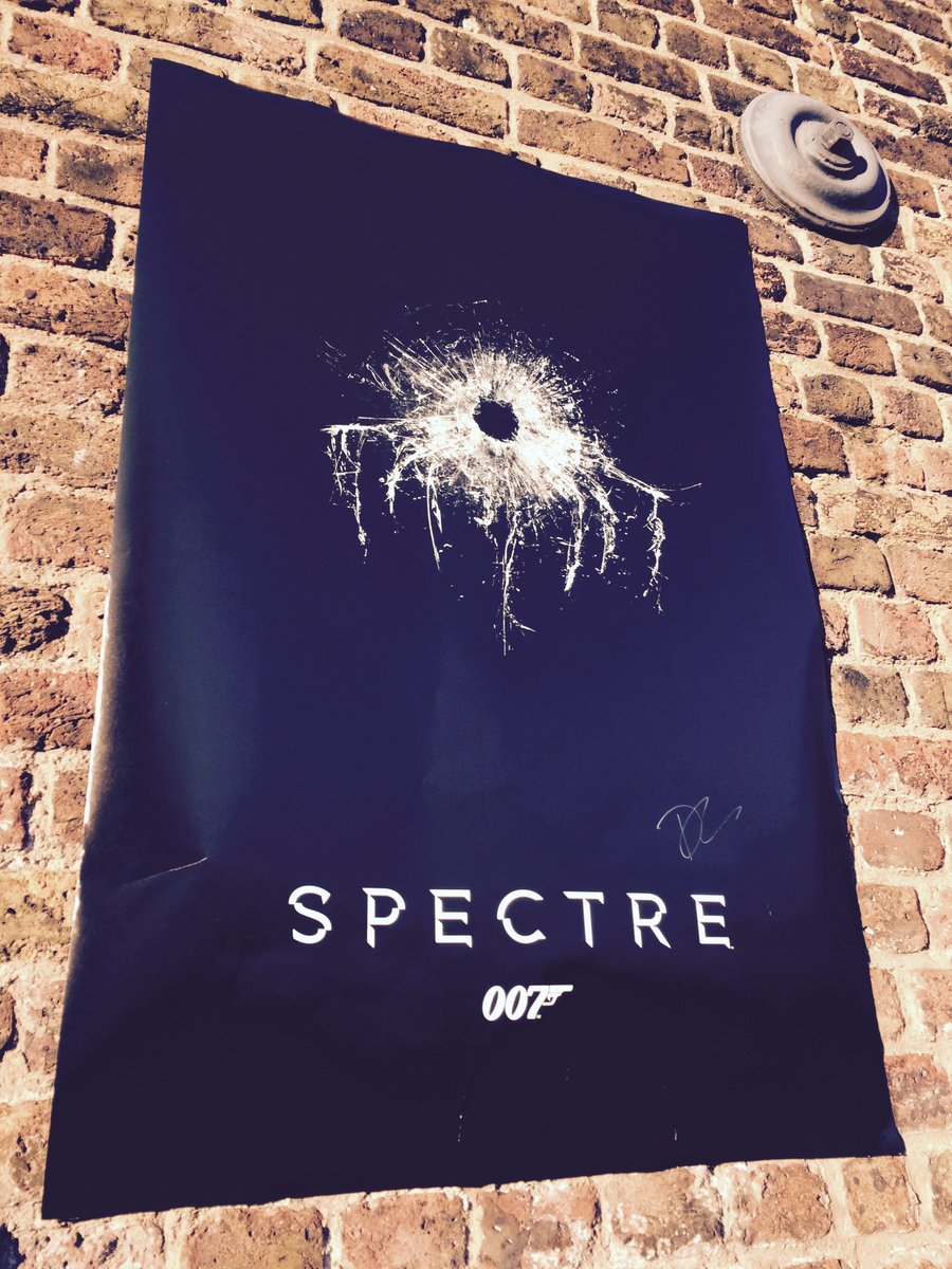Want to win this #SPECTRE poster signed by Daniel Craig? Just RT and name the film's director. #FilmedInLDN https://t.co/OkpLL0SsQt