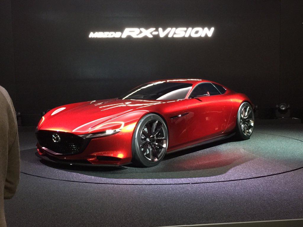 マツダRX-VISIONは、あくまでもデザインスタディで、実はロータリーエンジンは搭載されていないことが、関係者への取材で明らかになった。 東京モーターショー出展車に対するレギュレーション論議に発展するかも知れない。 https://t.co/QRKOGsh18x