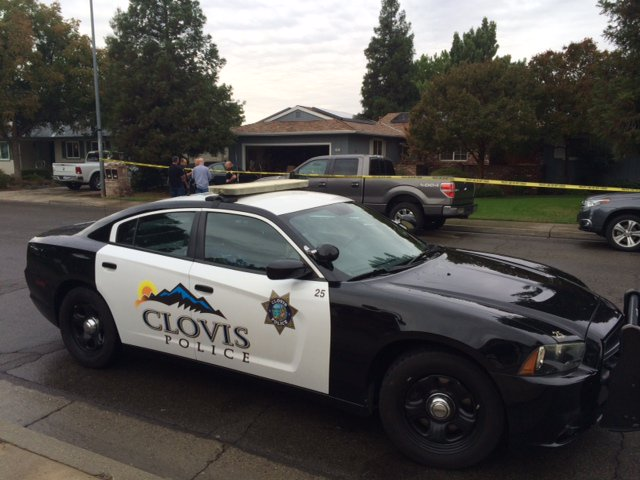 #Breaking Home Invasion and shooting. Across the street from Clovis High School.#LiveOnFox26 https://t.co/pnKr5KPViT