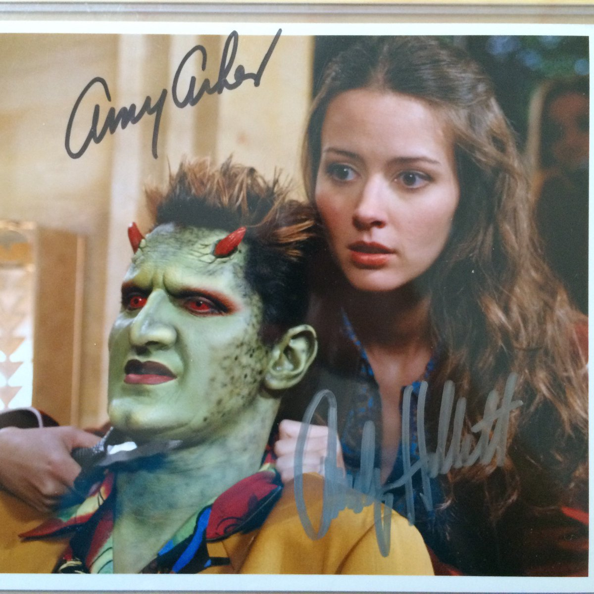 We're auctioning this still signed by Amy Acker and the late Andy Hallet on Nov 8! Help us spread the signal. https://t.co/PXw9xscPxN