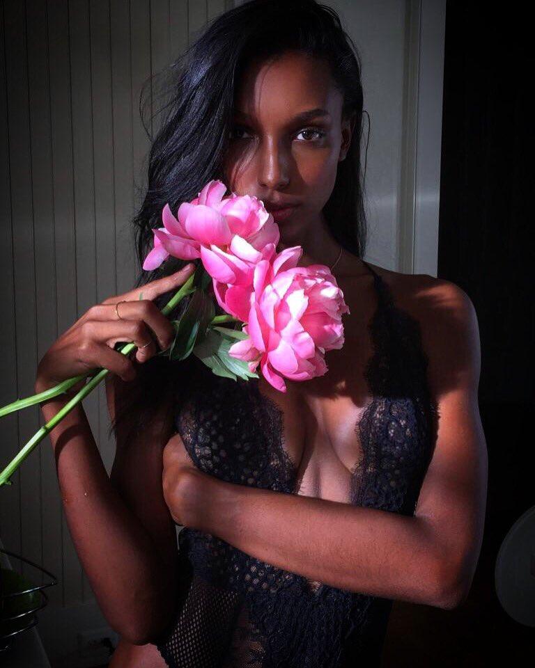 RT @JasTookes: Shooting @VictoriasSecret Valentine's Day today ???? https://t.co/1lSgXXWUQj