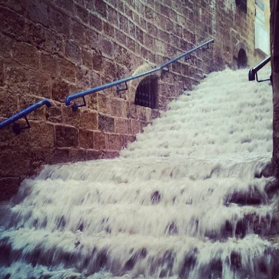 WOW - the alleyways of Old Jaffa this morning! Yep, it's been bucketing down the last few days... https://t.co/I3GU67tMHD