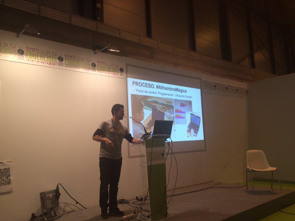@diegogg continúa explicando el uso de scratch en su proyecto #alhambramagica @FGuevejar https://t.co/pmqKL609q0