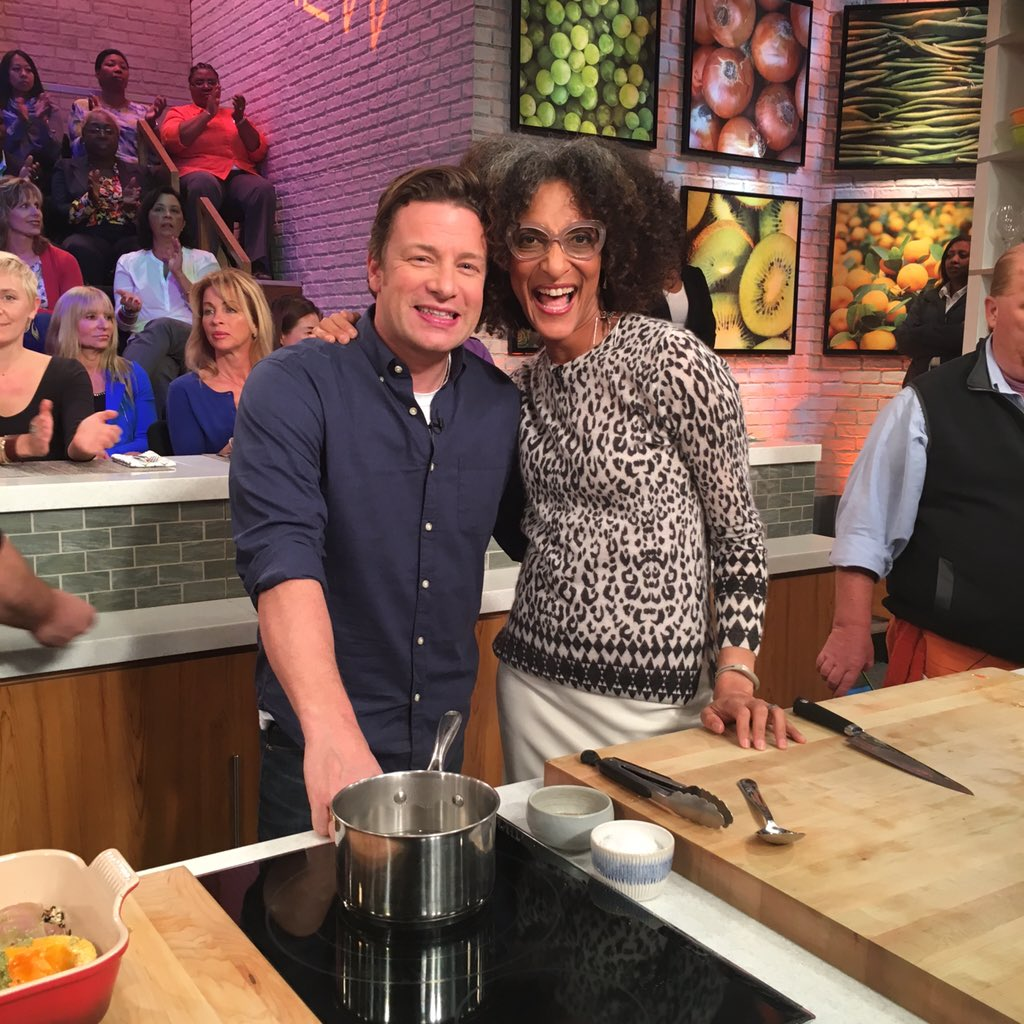 Live on the @thechew with this gorgeous lady @carlahall talking #JamiesSuperFood https://t.co/K1yae5CTpr