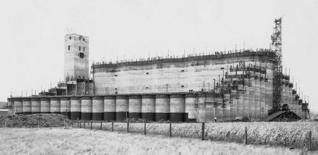 #TBT Big Bin: The largest #grain elevator in the world in 1932 https://t.co/0TEkLMRyqB #Cargill150 https://t.co/2f8XRrttdL