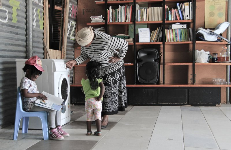 What do you get if you cross a laundry with a library? A Libromat, & it's changing lives! https://t.co/MKWa3tLzAN https://t.co/rCUZLFBzI8