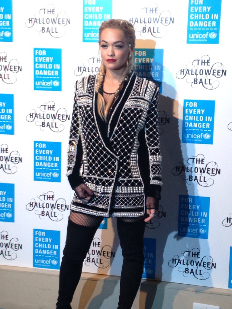 RT @UNICEF_uk: .@RitaOra is here! Looking fantastic as she arrives for her performance at tonight's #UnicefHB https://t.co/Xs2Wr6MmzS