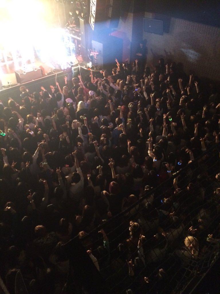 本日は前夜祭LIVEデス☆  ギガマウス/ペンタゴン/コドモドラゴン V-ROCK 3MAN!! 満員御礼でございます\(^O^)/ https://t.co/kG3m7yaf3G
