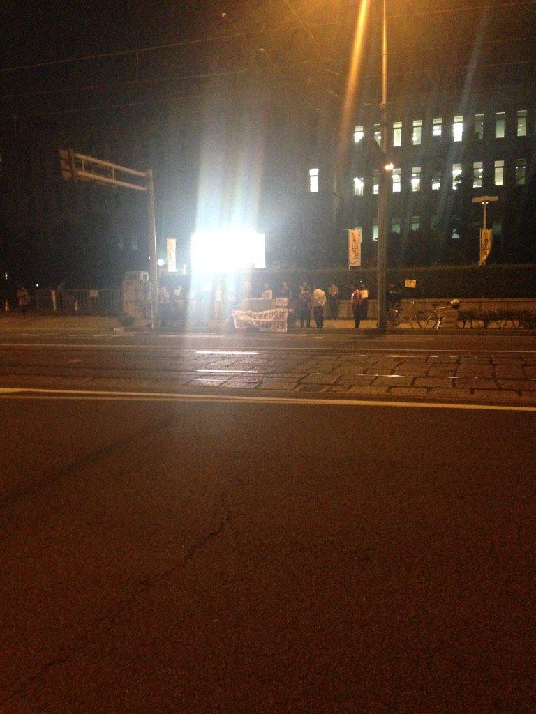 今日も県庁前には抗議の人が。金夕定例の集まり https://t.co/lBktWxKsNc