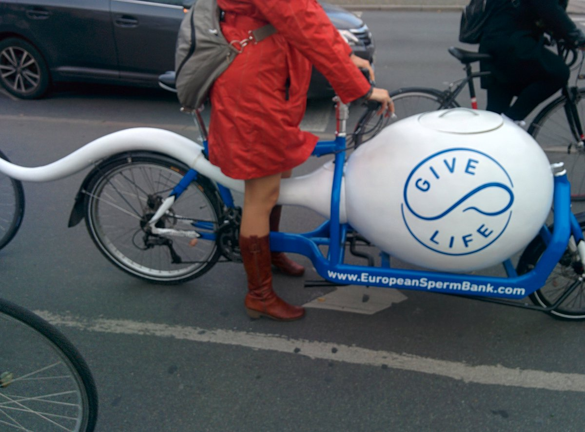 You know you're in Copenhagen when... sperm banks transport their deliveries on a bike with a cryo tank :) https://t.co/iyJfO7g2Mi