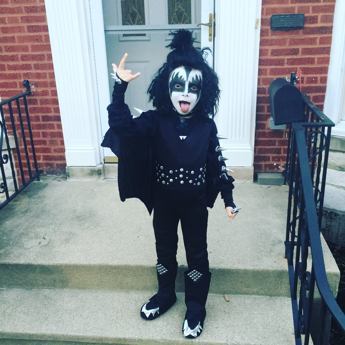 Yeahhhhhhhh! Elmwood Park Rock City!  so happy @genesimmons & @KISSOnline are my kids obsession! #LickItUp https://t.co/YW4hxGnLwR