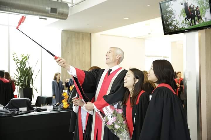 Who has the coolest President? @SenecaPresident but first, let me take a #selfie #SenecaGrad2015 https://t.co/fukRIkkkPN