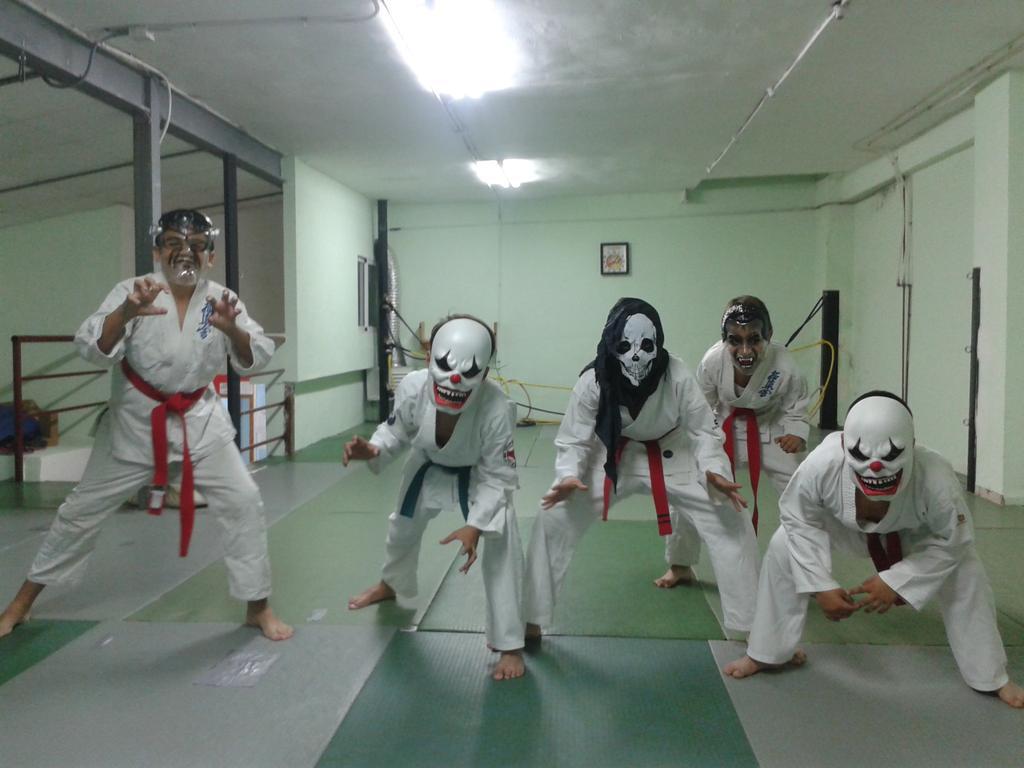 Clase terrorifica de #Halloween mañana el video en #YouTube a las 12:00. #Karate #kyokushin https://t.co/AKOvCNFGFO