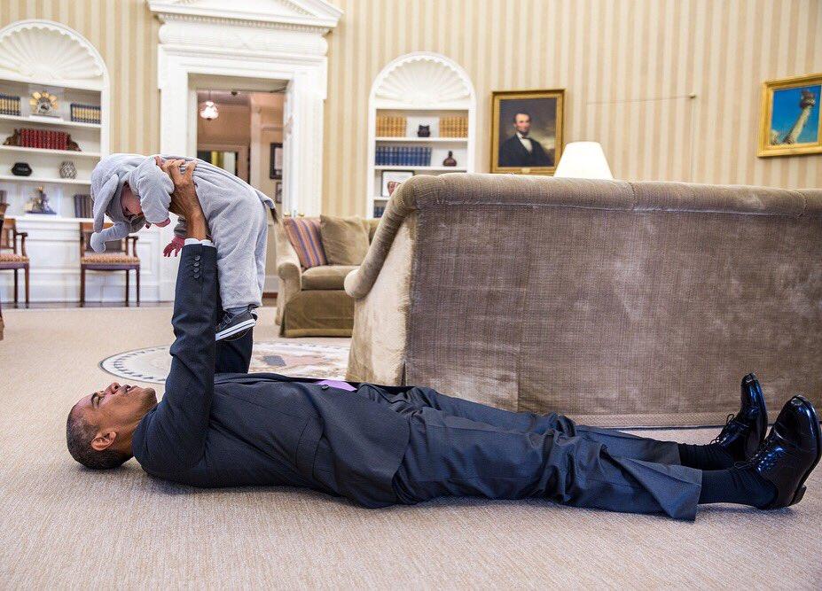President Obama plays with Ella Rhodes in her elephant Halloween costume. https://t.co/Bi3GK3ZHvz