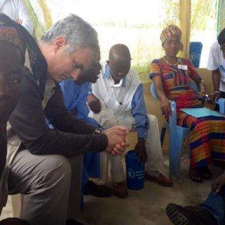 Mourinho waiting in line to see prophet TB Joshua for special prayers .. Hahahahaha https://t.co/8pSnyy4yaH