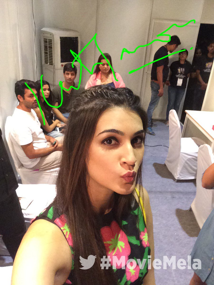 At the #MovieMela #JioMAMIwithStar   @kritisanon https://t.co/xhyELnE7O1